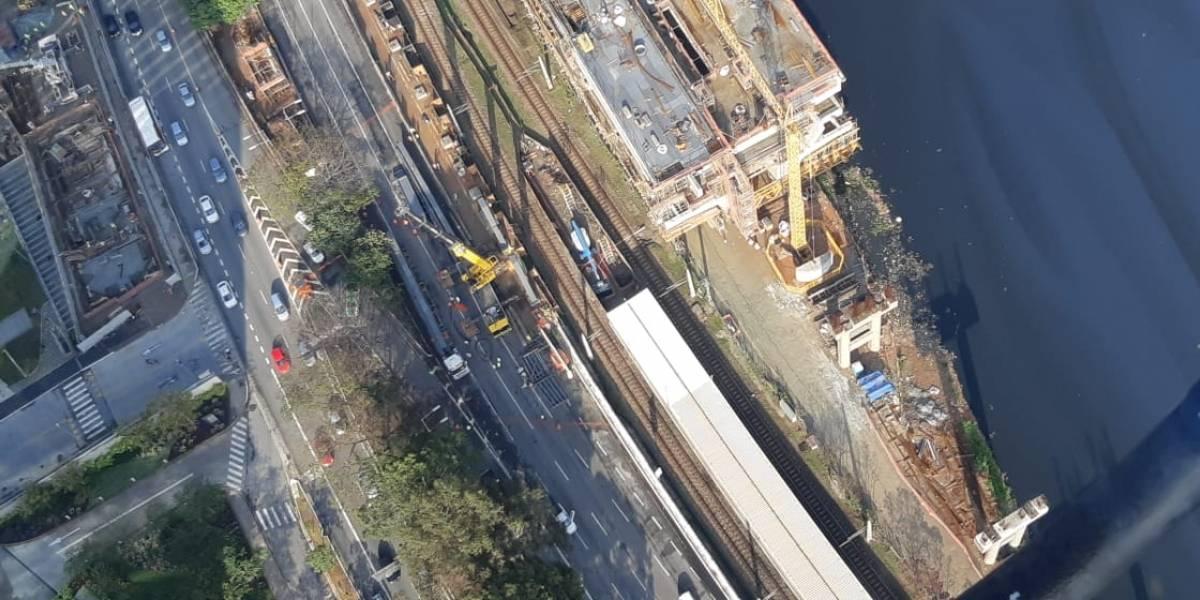 Marginal Pinheiros tem pista expressa bloqueada para obras do Metrô