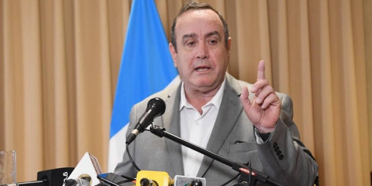 """VIDEO. Giammattei señala al """"Comandante Montes"""" de organizar a población de El Estor"""