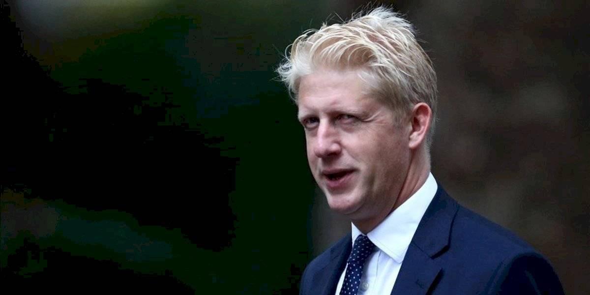 Boris se queda más solo tras renuncia de su hermano