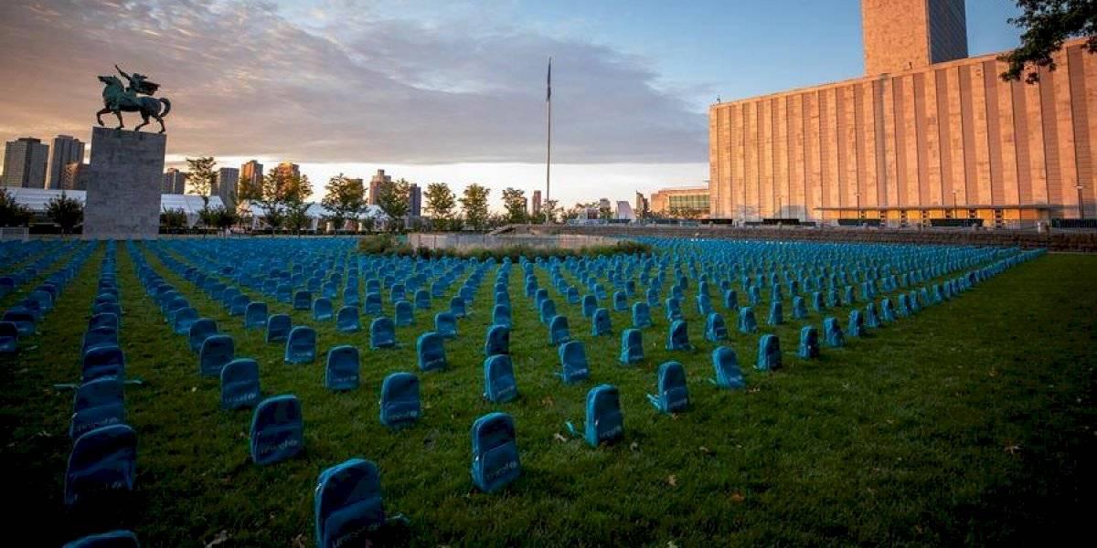 Un cementerio de mochilas para recordar a niños muertos en guerras