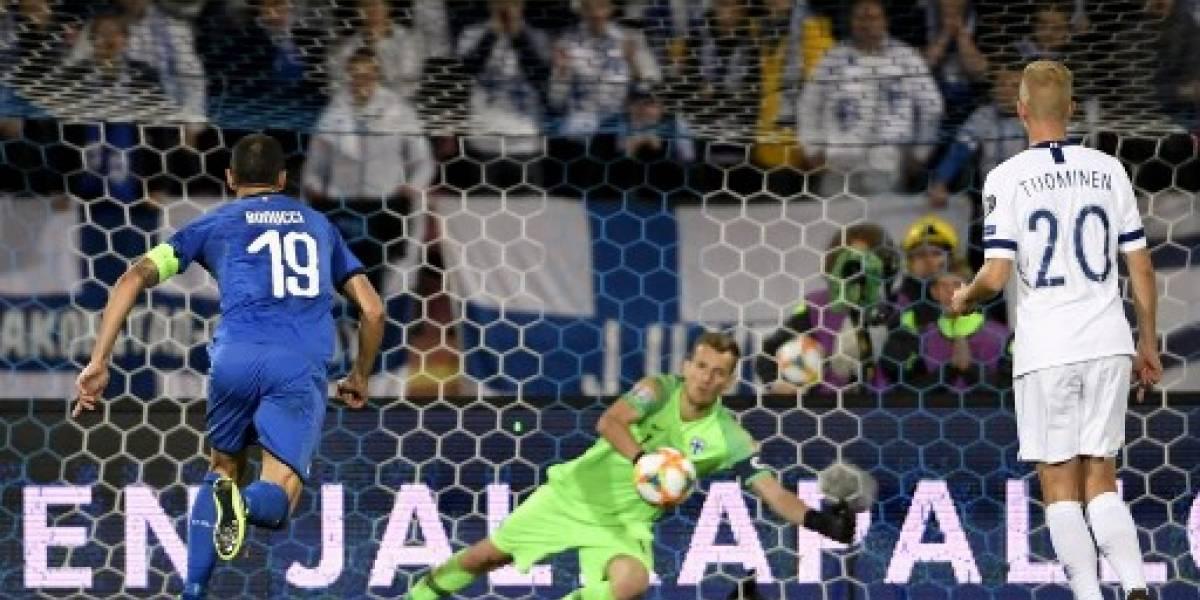 Italia gana con un penalti polémico