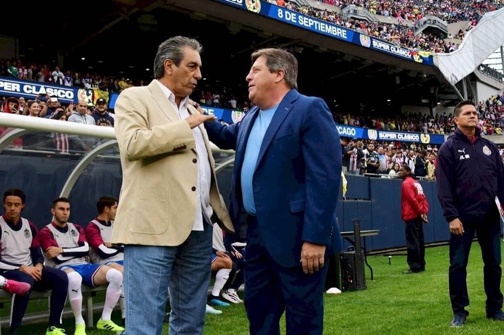 Tomás Boy y Miguel Herrera se saludaron antes del encuentro. | MEXSPORT