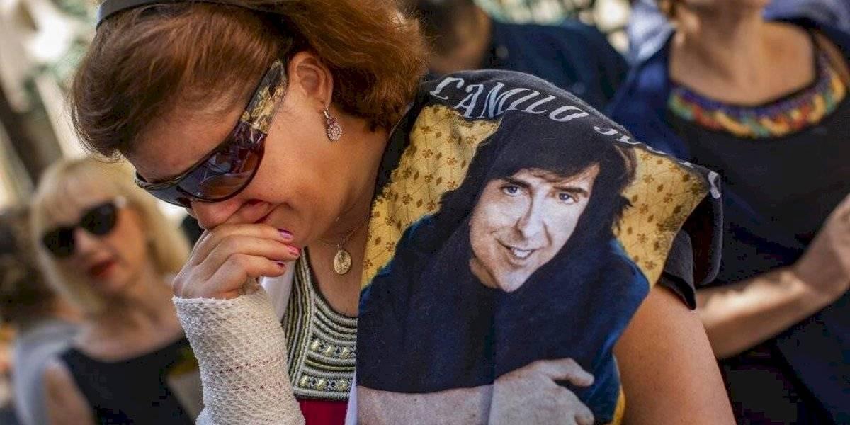 Así se vive el conmovedor y multitudinario adiós a Camilo Sesto en Madrid