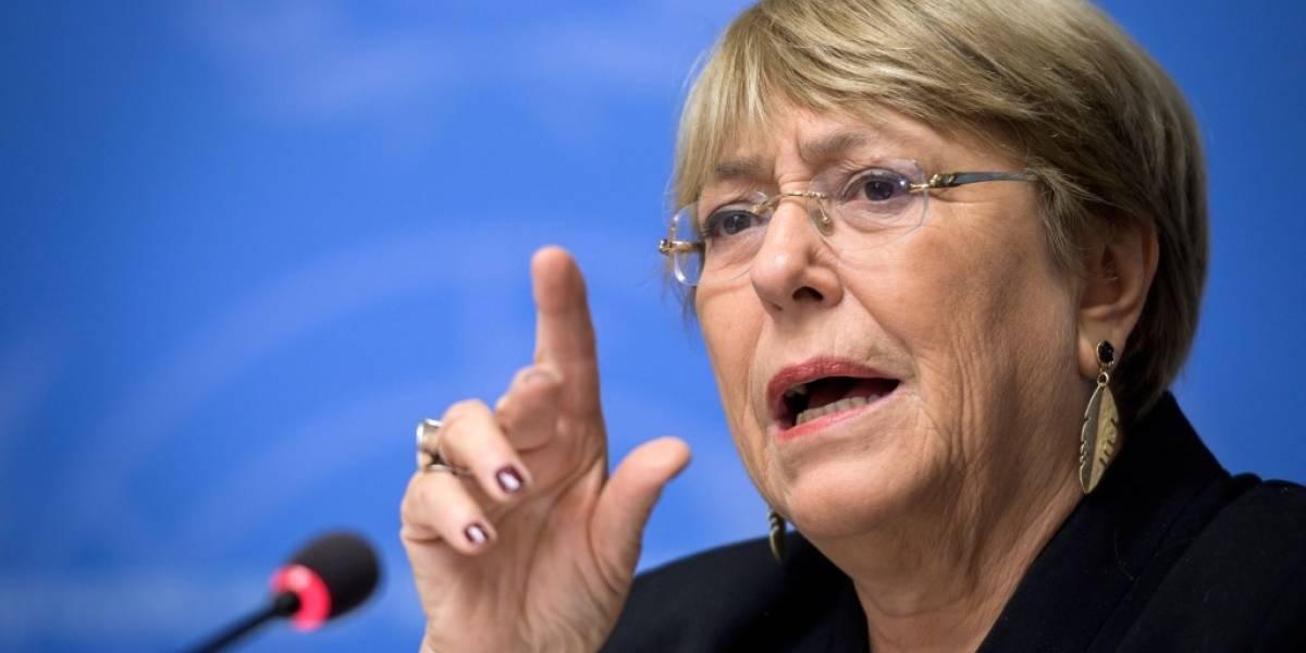 """Bachelet insta al diálogo en Chile y pide protestar """"de forma pacífica"""""""