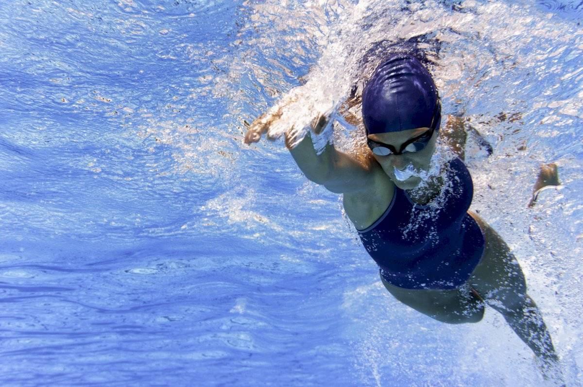 Hacer ejercicio, especial universidades, nadar
