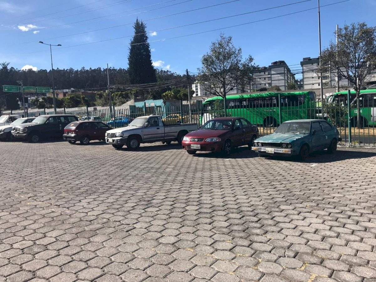 Patio de retención vehicular