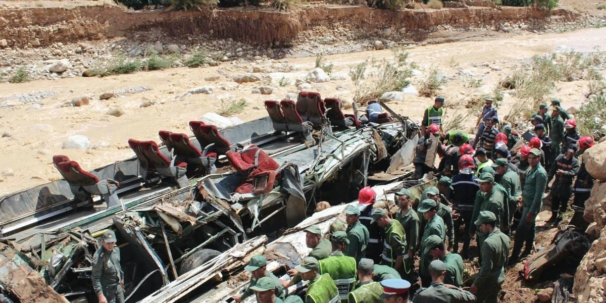 Mueren 14 al volcar autobús por inundaciones en Marruecos
