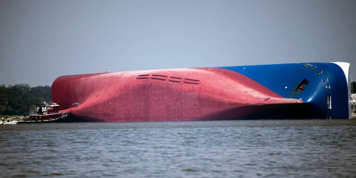 EEUU: Comienzan a rescatar a tripulación atrapada en buque