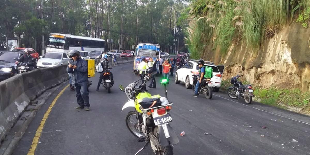 Choque entre bus extraurbano y un vehículo liviano deja a niño y su madre heridos