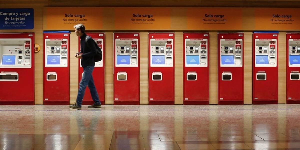 Metro de Santiago insta a usuarios a cargar la tarjeta BIP con anticipación ante la huelga legal del personal de cajas