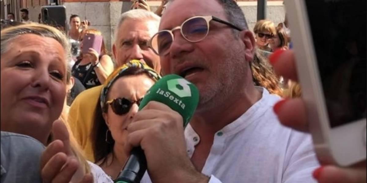 Velorio Camilo Sesto: Luis Jara cantó en las afueras de la capilla y fue entrevistado por la TV española