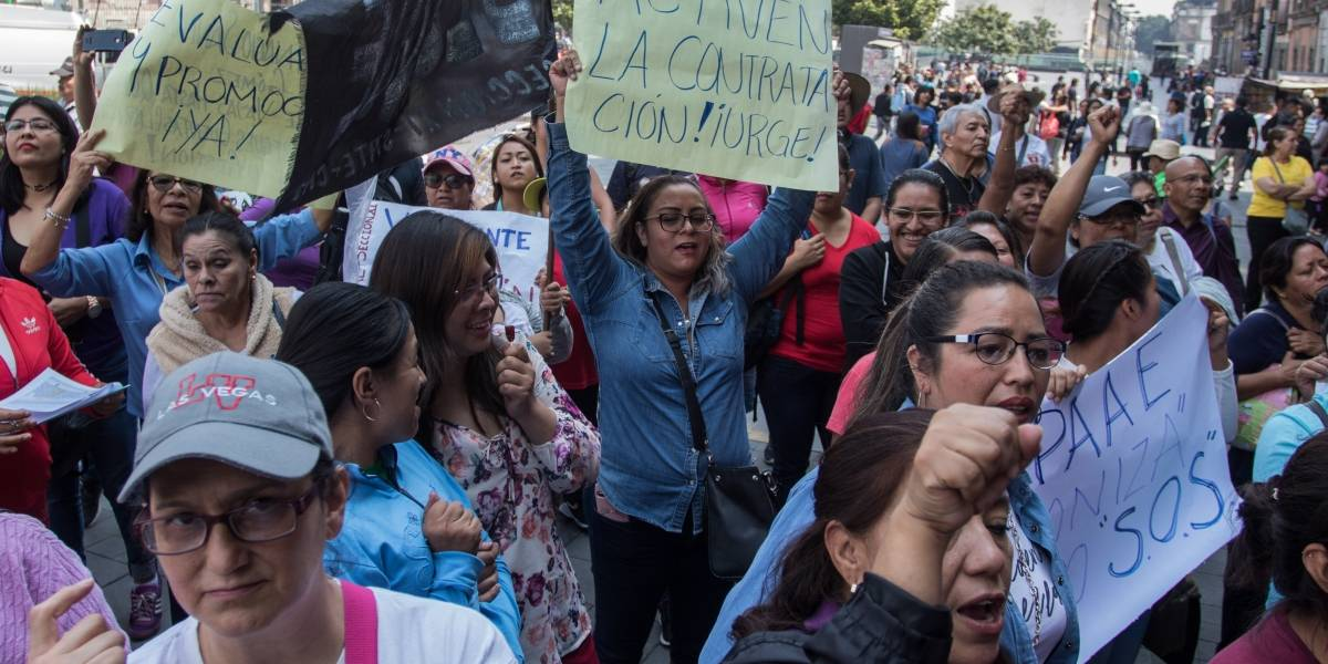 CNTE instala campamento y bloquea accesos a la Cámara de Diputados