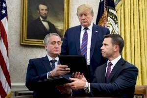 Enrique Degenhart firma acuerdo con EE. UU.