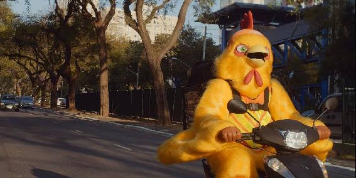 Rede de fast food coloca 'motofrangos' nas ruas de São Paulo para entregar comida