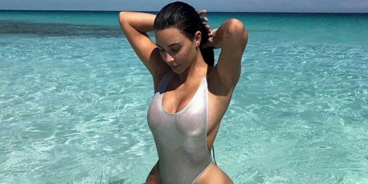Kim Kardashian presume estar en forma con un sexy Crop Top
