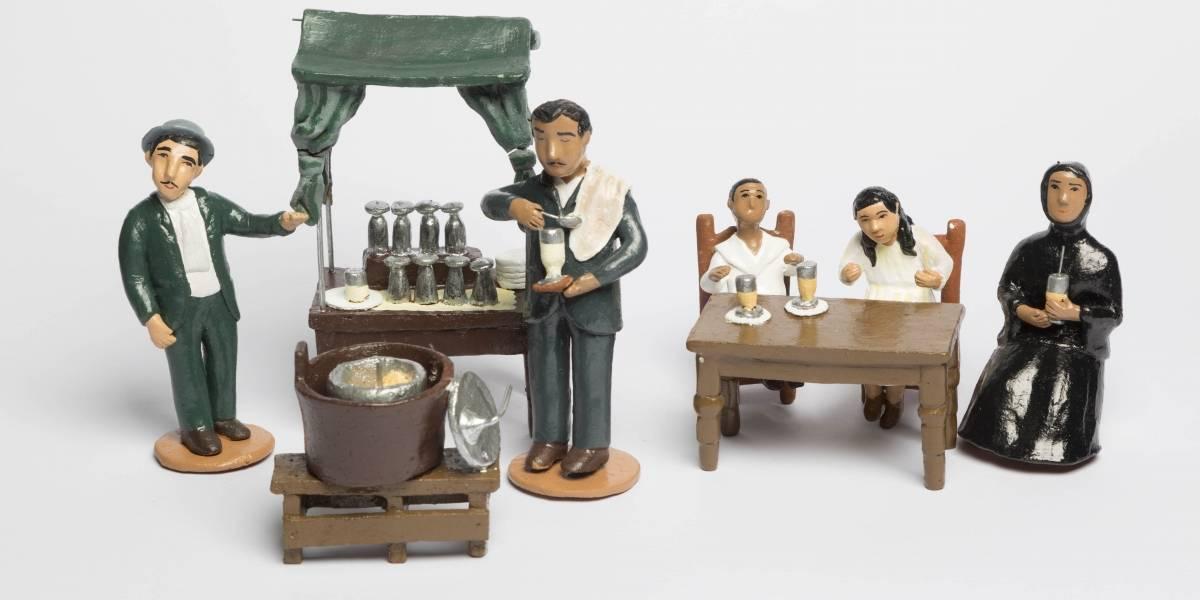 Artesanas de loza policromada en muestra del Museo de Bomberos de Santiago