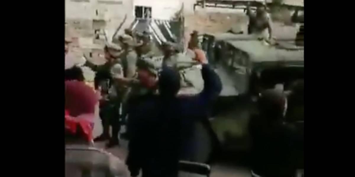 Pobladores se enfrentan a militares en Acajete, Puebla