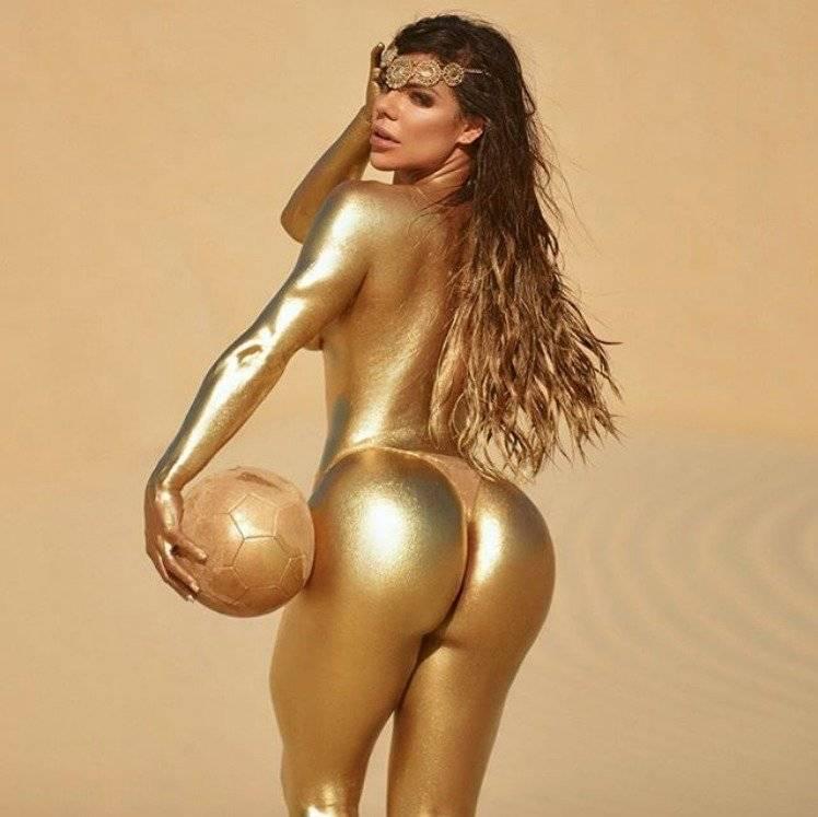 Suzy Cortez se baña en oro para Lionel Messi