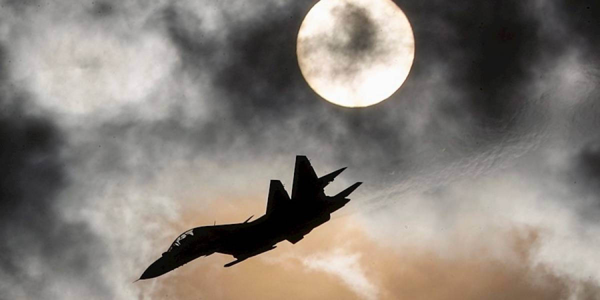 Avión de guerra llega a Bogotá en 11 segundos, la amenaza de político venezolano