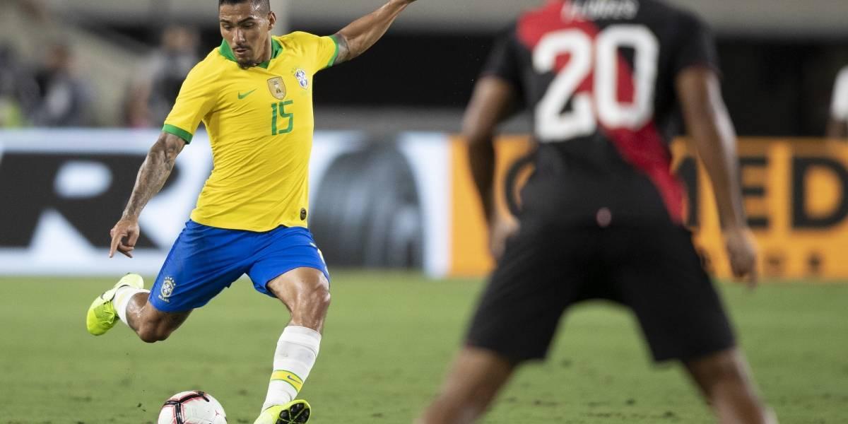 Tite critica gramado em jogo da Seleção contra o Peru