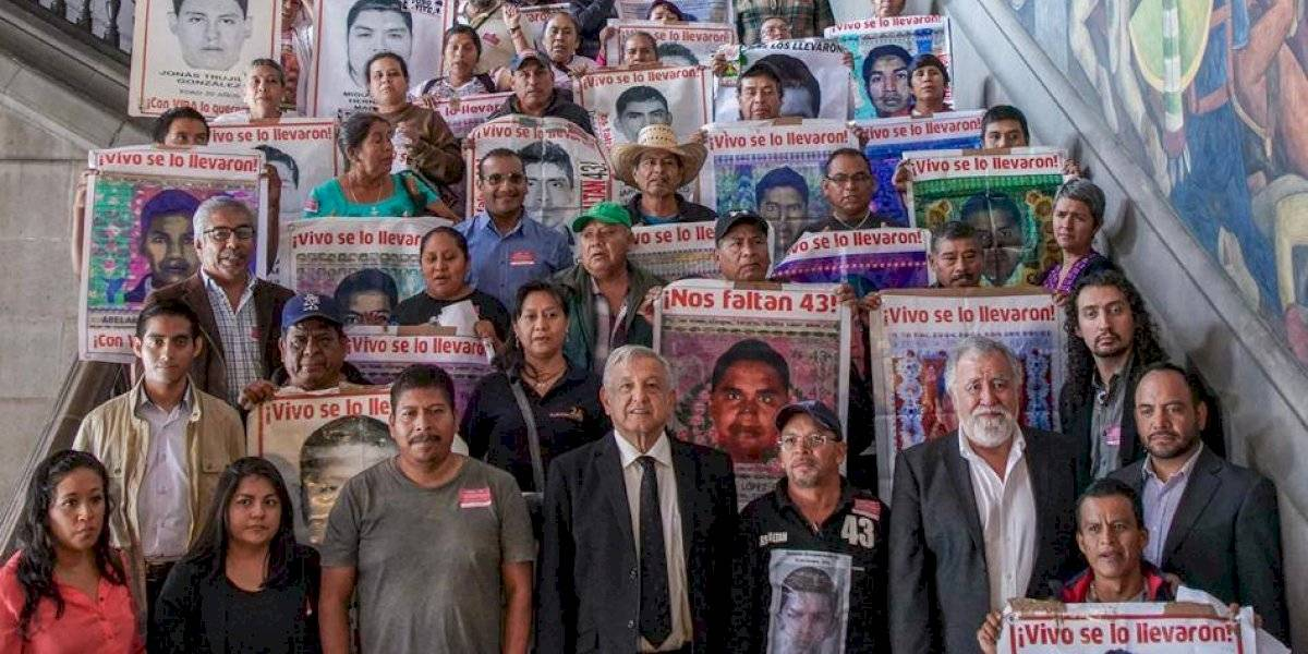 'Sí', responde Encinas sobre si normalistas desaparecidos podrían seguir en Guerrero