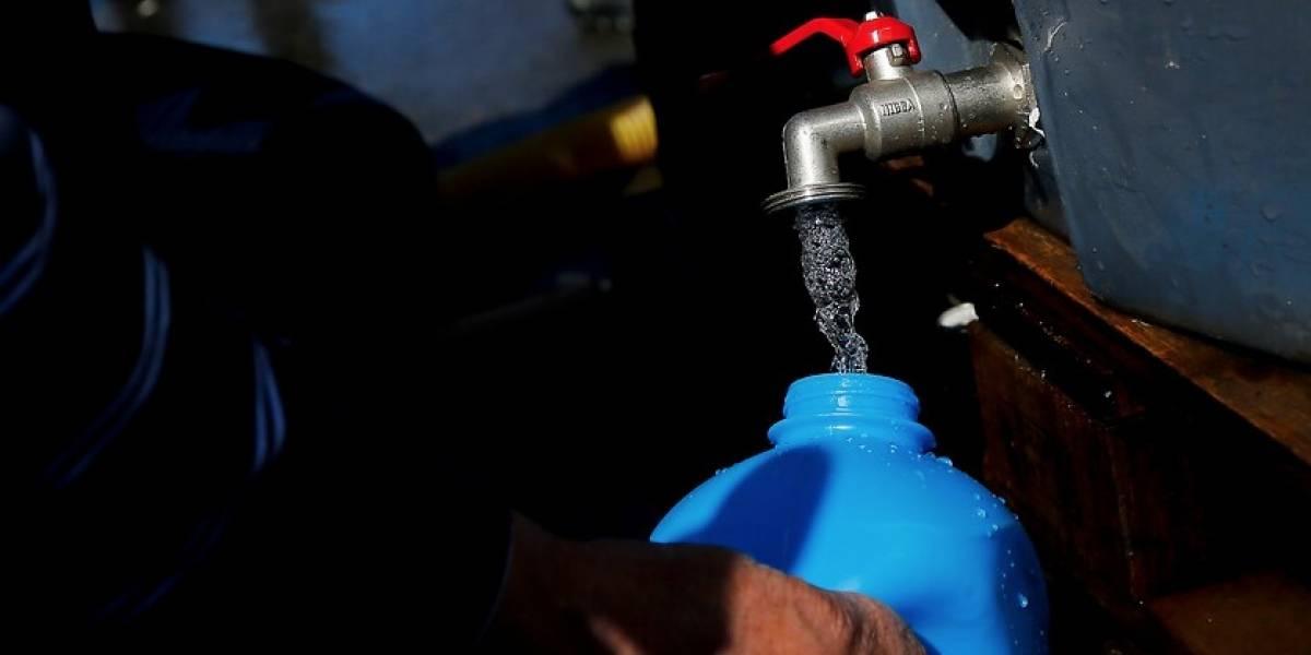 Municipalidad de Puerto Octay suspende suministro de agua tras detectarse presencia de hidrocarburos
