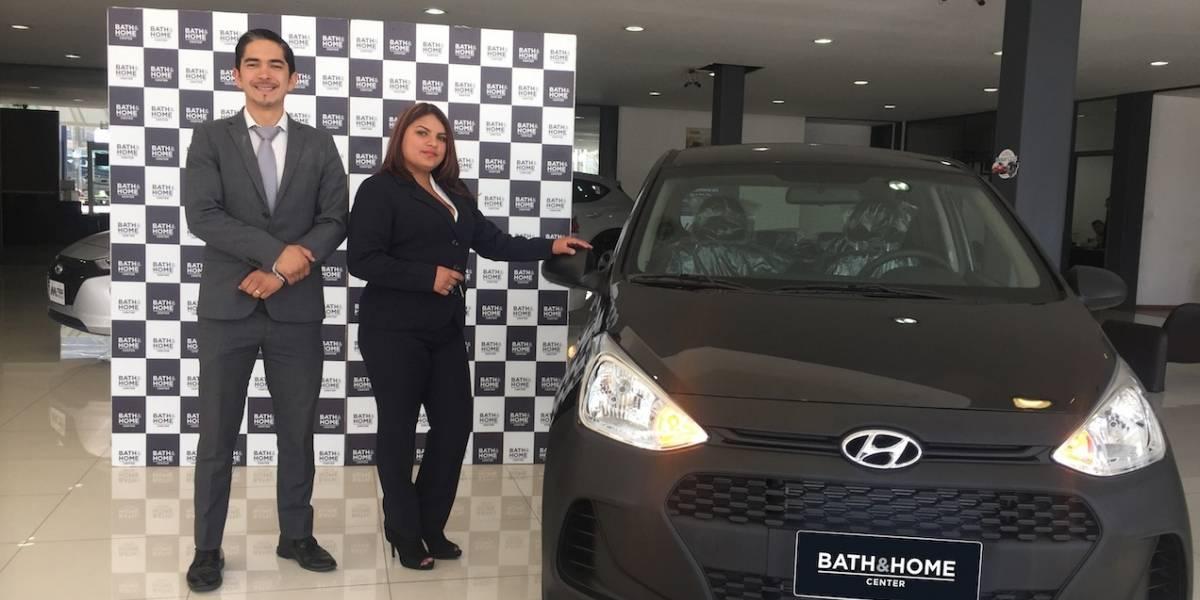 Bath & Home Center entregó auto cero kilómetros a ganador de promoción