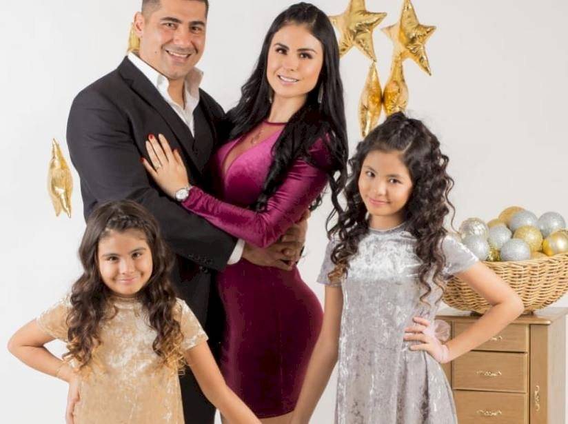 Fabiola Martínez y su familia