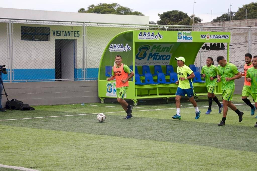Marco Pappa entrena con Mixco