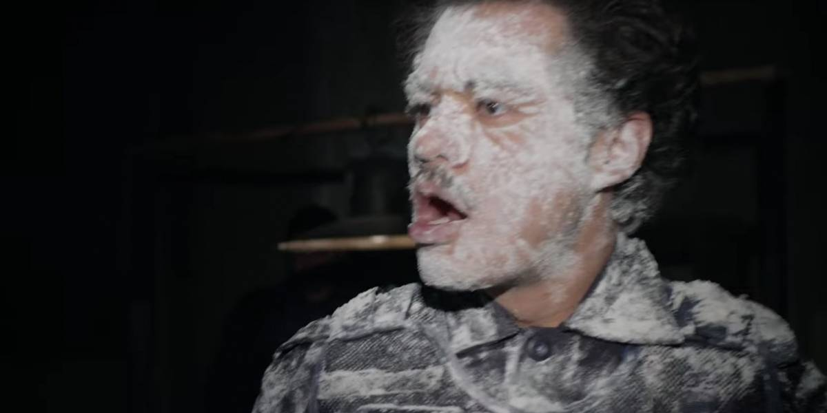 Back door: El origen del video del policía con la harina
