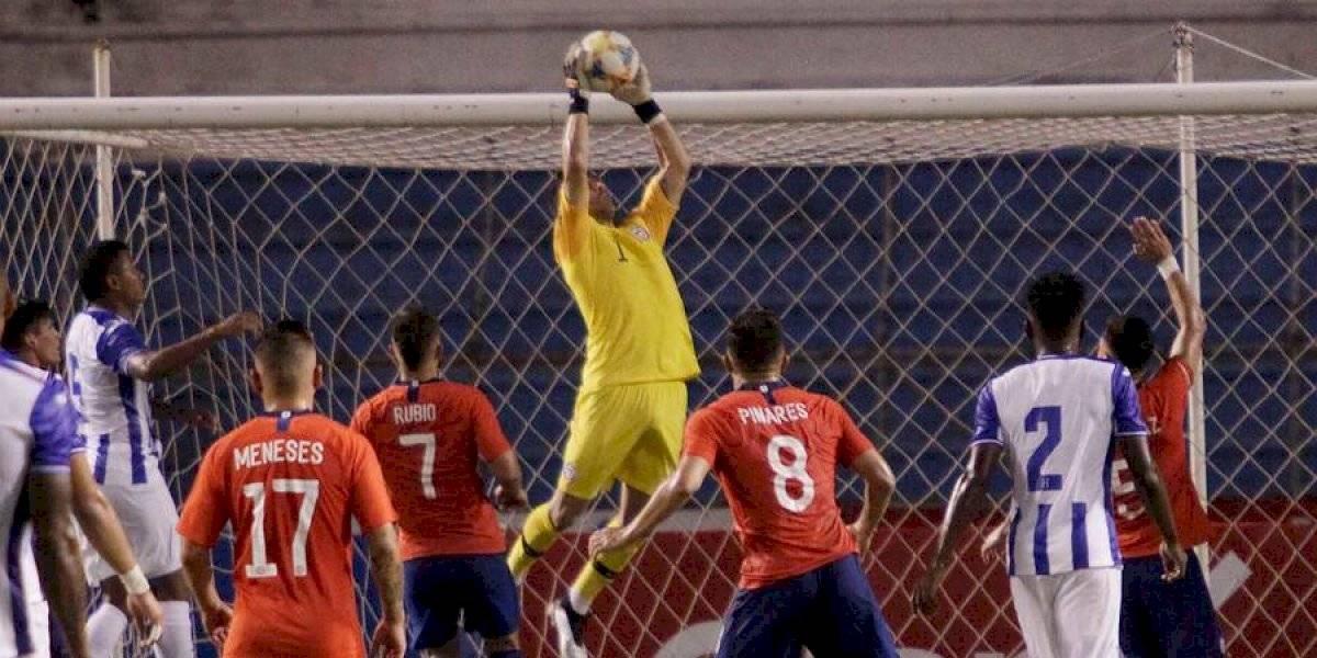 Meneses convence, Bravo deja dudas: El dispar desempeño de los debutantes de la Roja ante Honduras