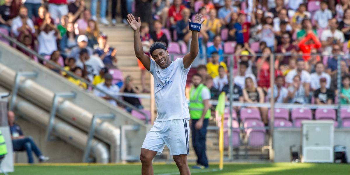 Ronaldinho volverá a las canchas con Independiente