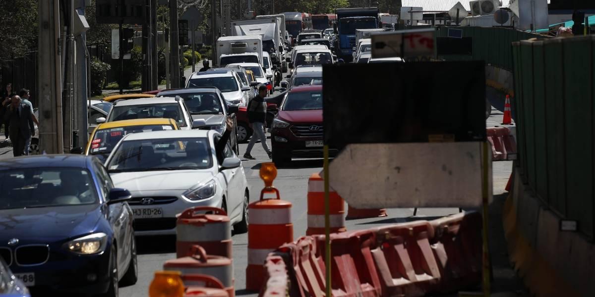 Concesionaria Vespucio Oriente culpó a las lluvias del miércoles de socavón: arreglos deberían estar listo el fin de semana
