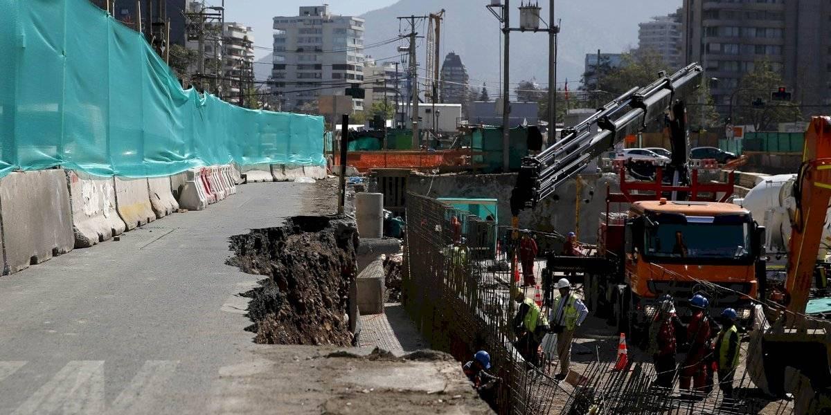 Socavón en Vespucio: Gobierno asegura que no hay riesgo de otros deslizamientos