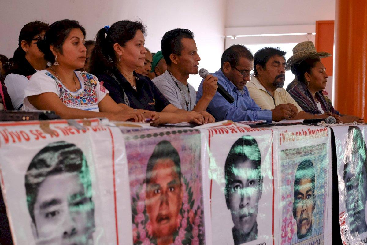 Padres de los 43 estudiantes normalistas desaparecidos.