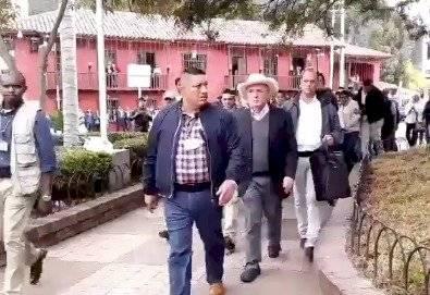 La emberracada de Uribe porque es abucheado en su llegada a La Calera