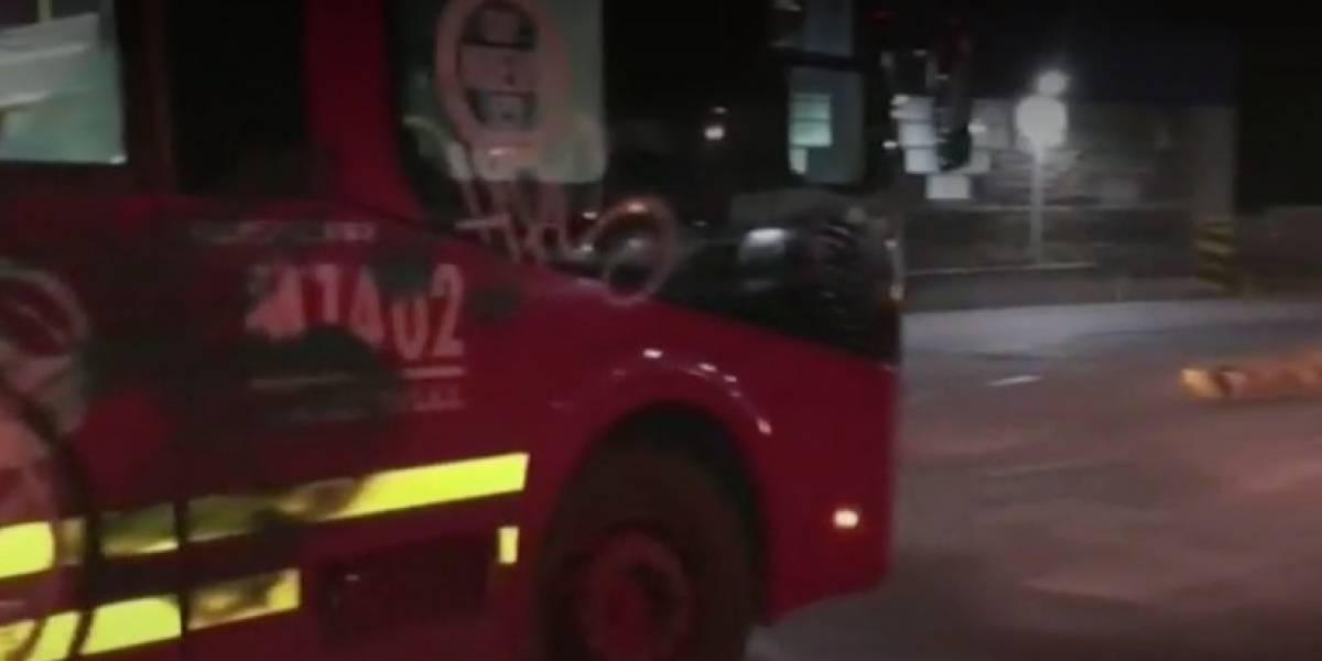 Dos jóvenes fueron capturados tras hacer grafitis a un bus de TransMilenio