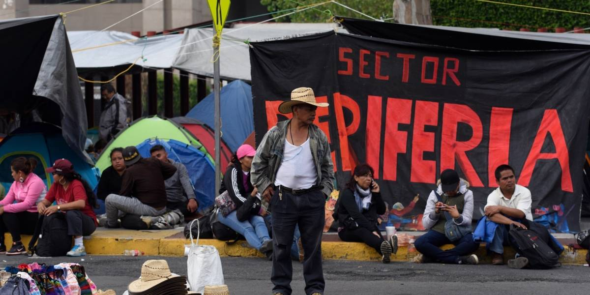 Suspenden sesión en San Lázaro ante bloqueo de la CNTE