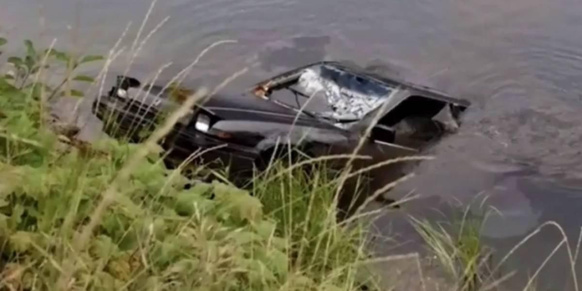 Adolescente encuentra a mujer desaparecida por 27 años en un auto sumergido en un lago