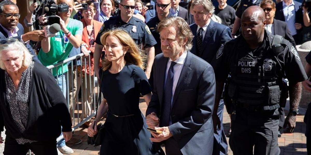 Dan 14 días de prisión a la actriz Felicity Huffman por red de sobornos