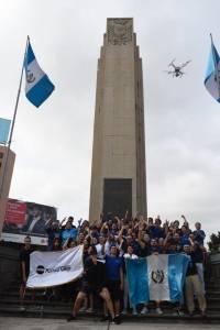 encendido de antorchas en plaza El Obelisco