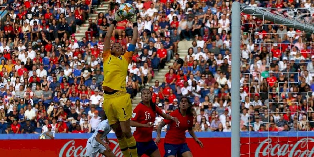 Ahora la FIFA: Tiane Endler deslumbra a todos y sigue sumando elogios a nivel mundial
