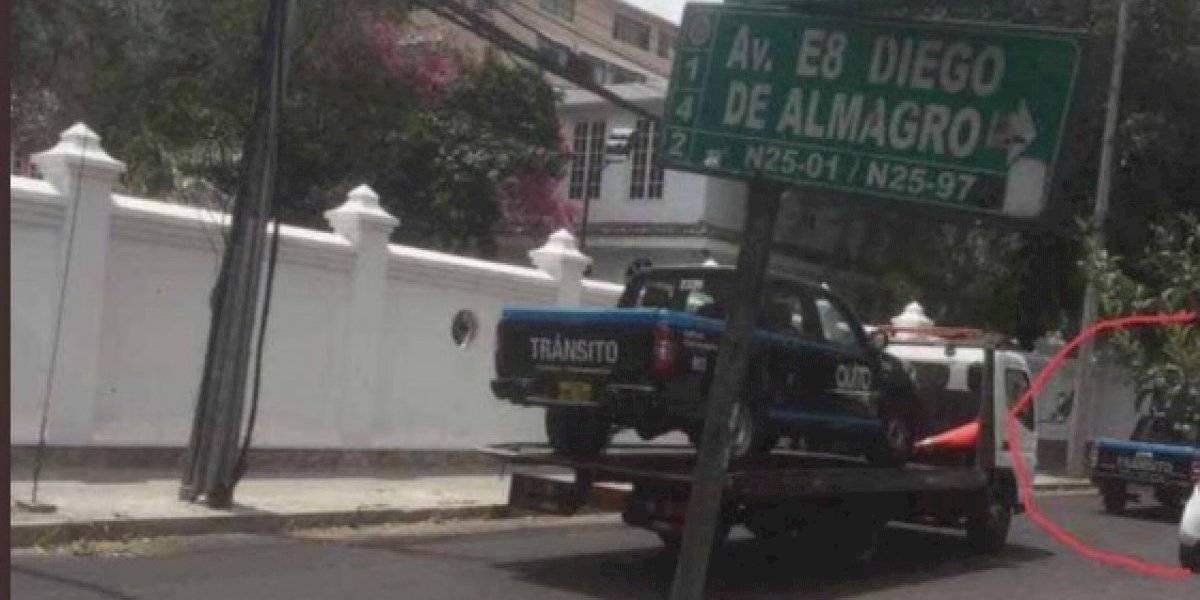 AMT retuvo a un vehículo de la Agencia mal estacionado