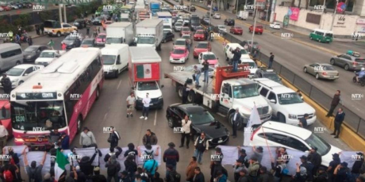 Policías federales cierran vialidades para acceso al aeropuerto