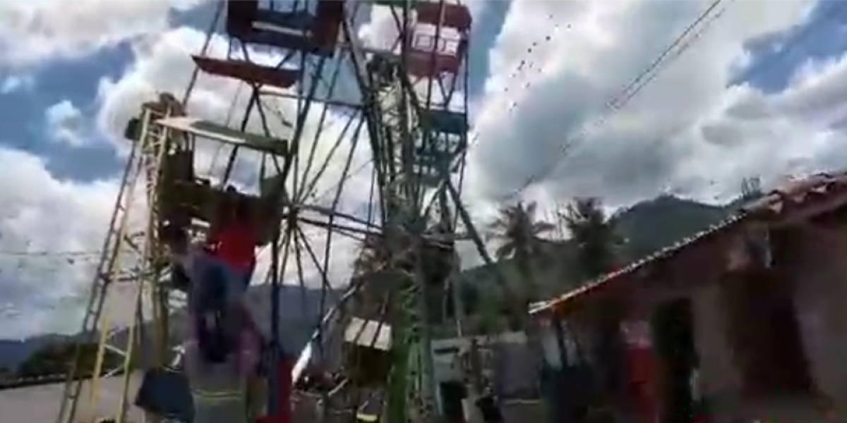 ¡Pánico en la rueda de chicago! Juego mecánico sufre desperfectos en Baja Verapaz