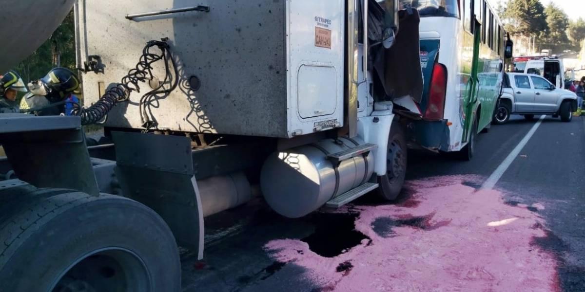 Quito: Cinco heridos dejó un accidente de tránsito en el sector de Amaguaña