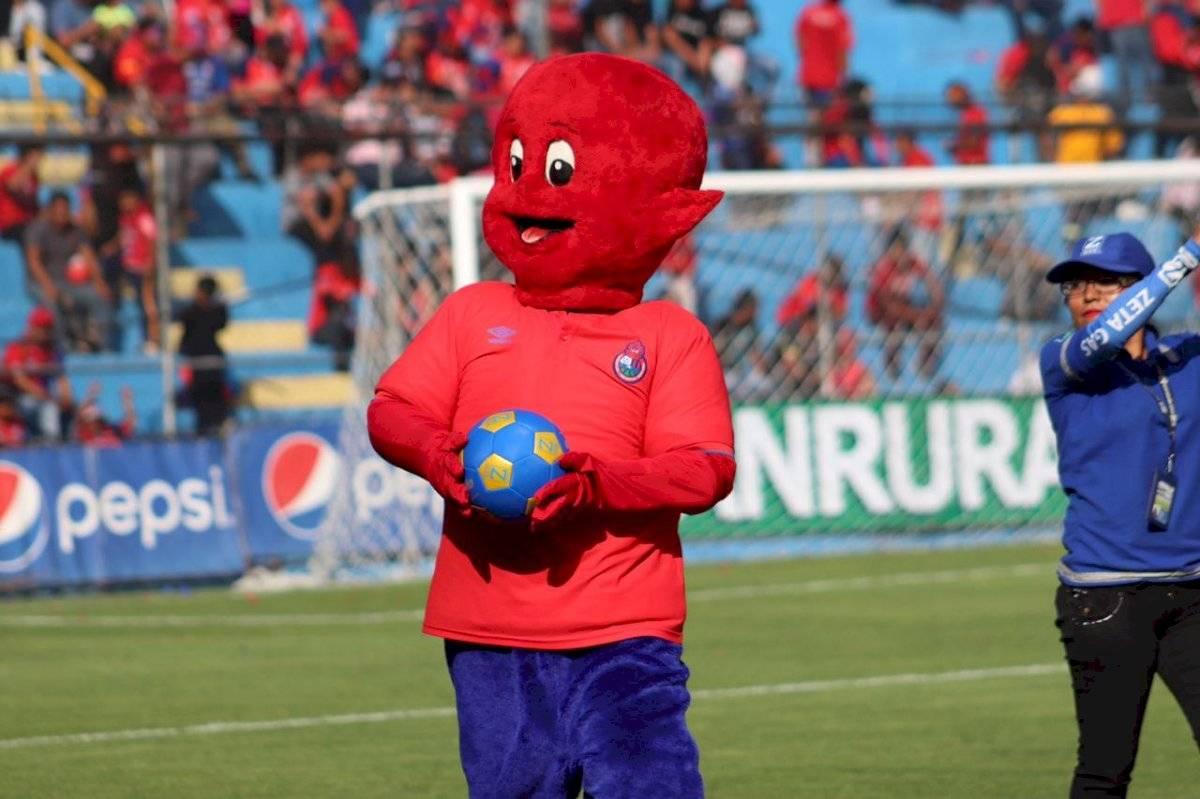 Flamita en el estadio El Trébol