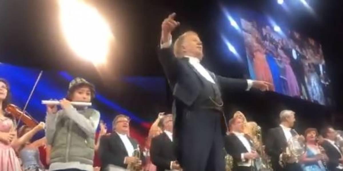 (VIDEO) Pequeño se robó las miradas en concierto de André Rieu en Bogotá