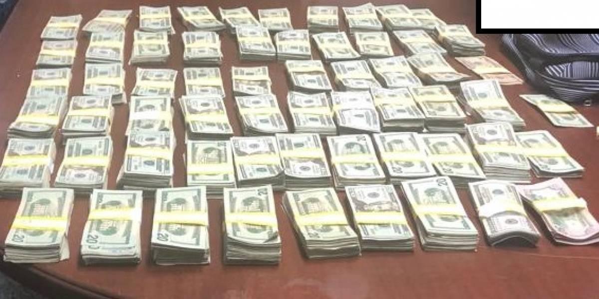 Arrestan a dos hombres y un menor con $101,000 en terminal de lanchas de Vieques