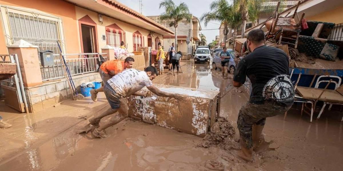 Inundaciones en España dejan saldo de seis muertos y mil 700 evacuados
